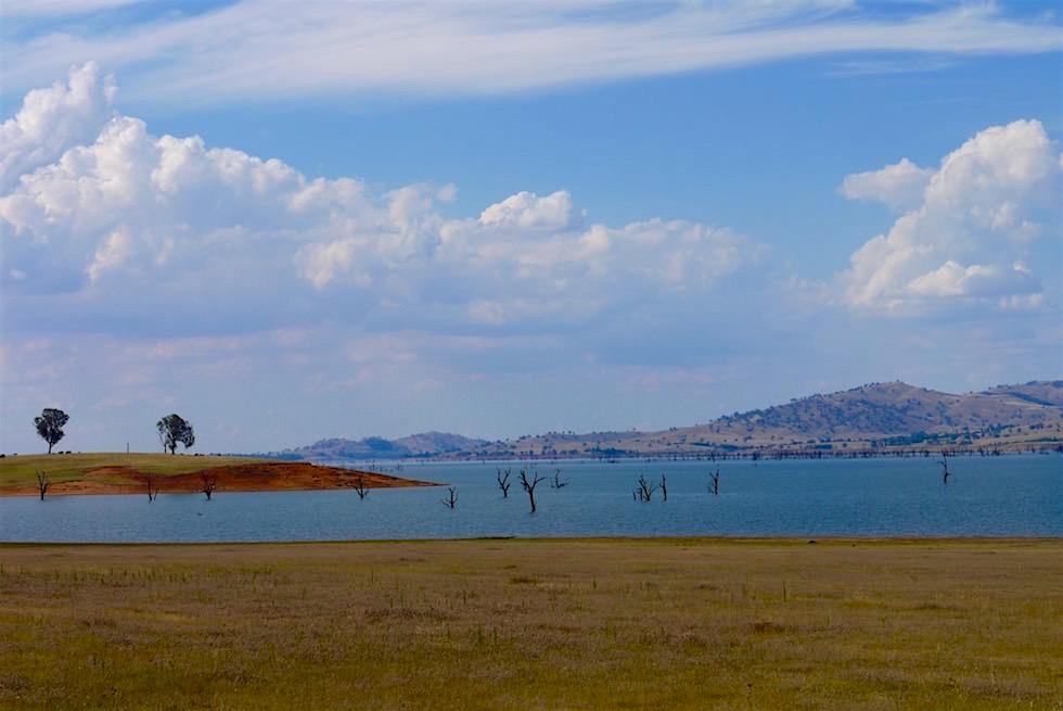 Blick vom Ufer auf den Lake Hume - Viktoria