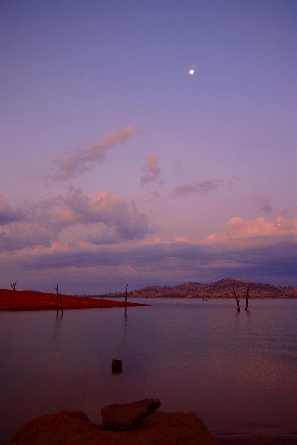 Mond über dem Lake Hume - Victoria