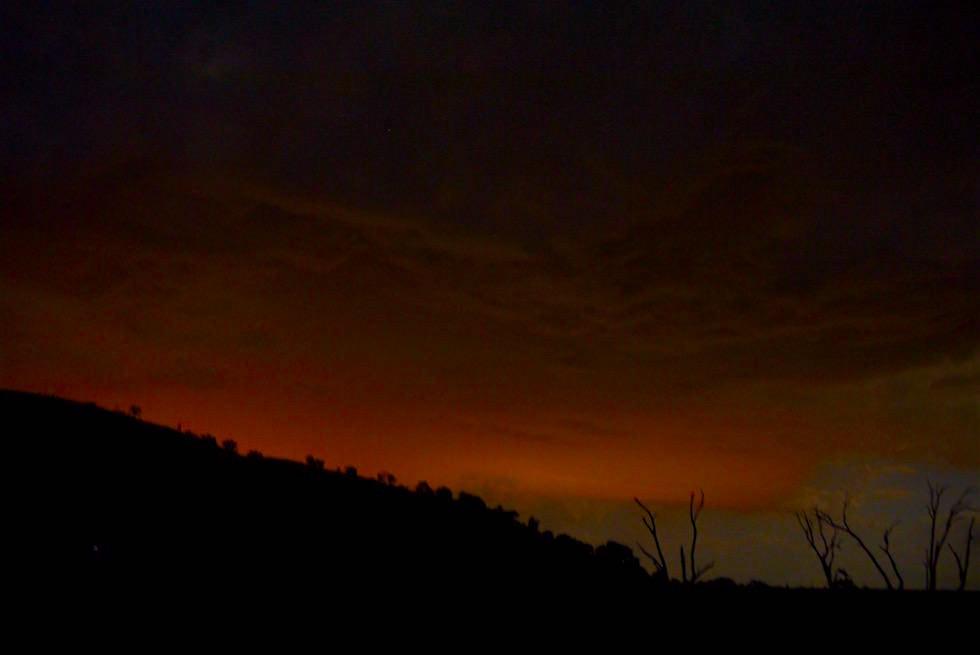Feuer Waldbrand bei Nacht - Lake Hume -Victoria
