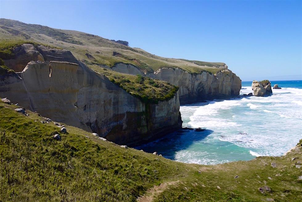 Blick auf die atemberaubende Steilküste am Tunnel Beach - Dunedin - Neuseeland