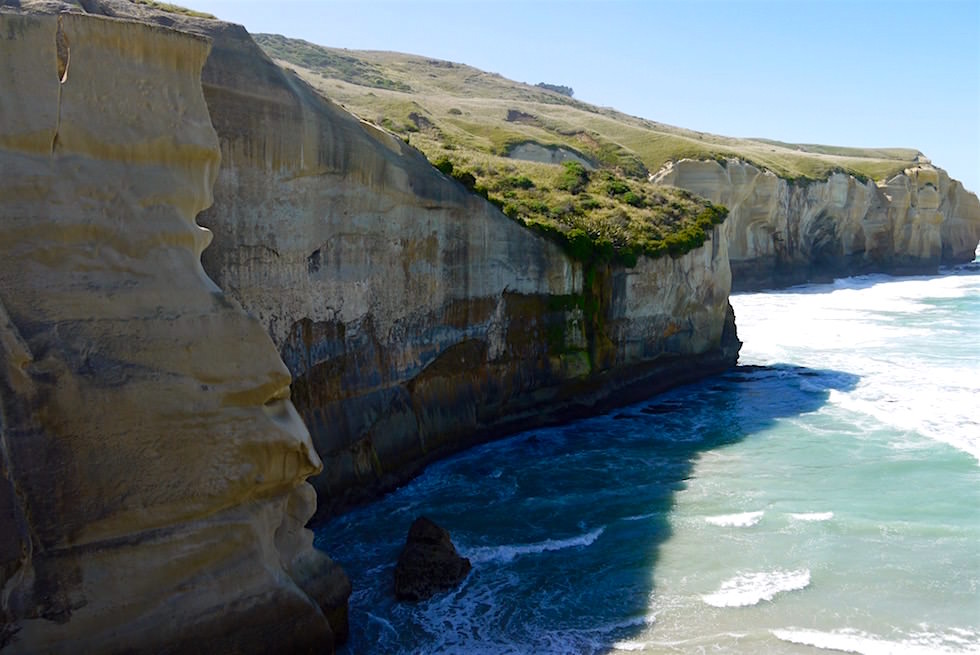 Ein Gesicht als Felsformation - Tunnel Beach in Dunedin - Neuseeland Südinsel