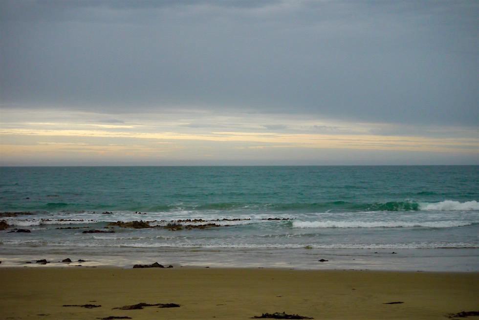 Sonnenuntergang am Strand auf dem Weg zum Nugget Point - Neuseeland Südinsel