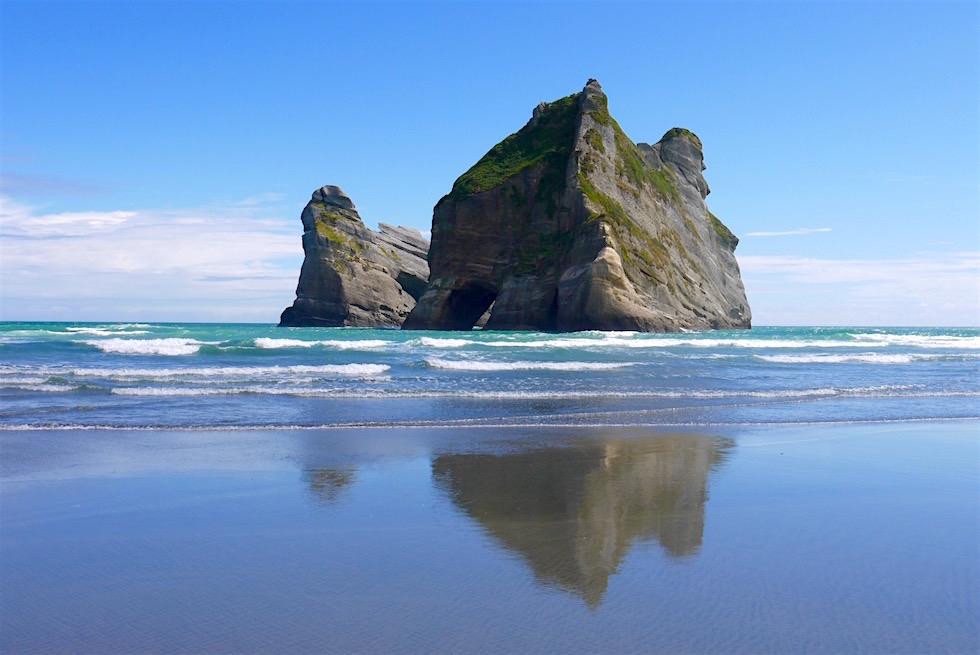 Wharariki Beach - Blick auf Archway Islands - Neuseeland