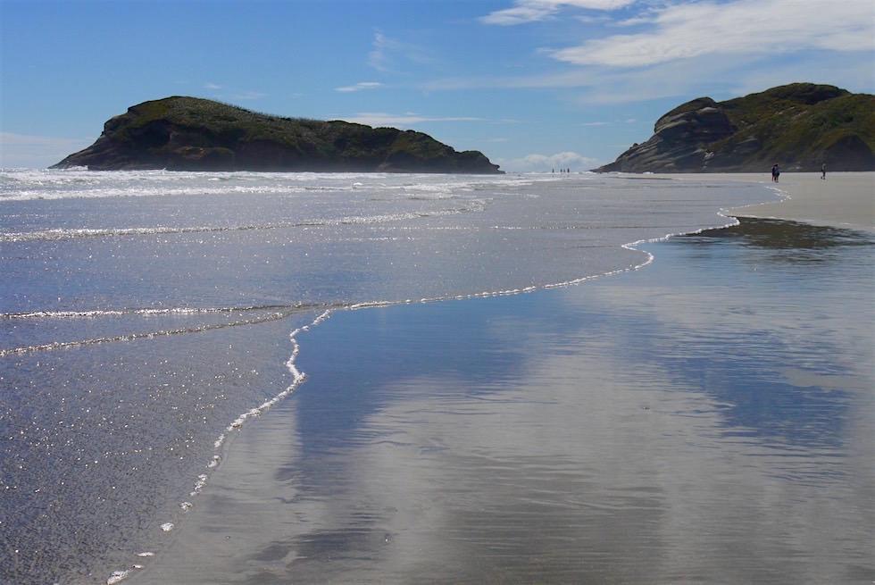 Himmel spiegelt sich im Wasser - Wharariki Beach - Neuseeland Südinsel