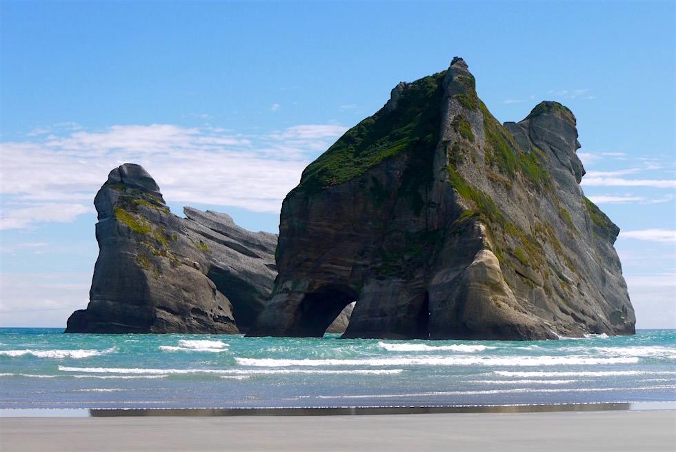Felsformationen der Archway Islands - Wharariki Beach - Neuseeland
