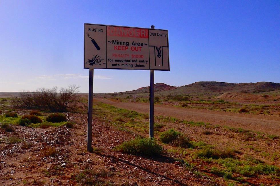 Coober Pedy - Warnschilder Minenschächte - South Australia