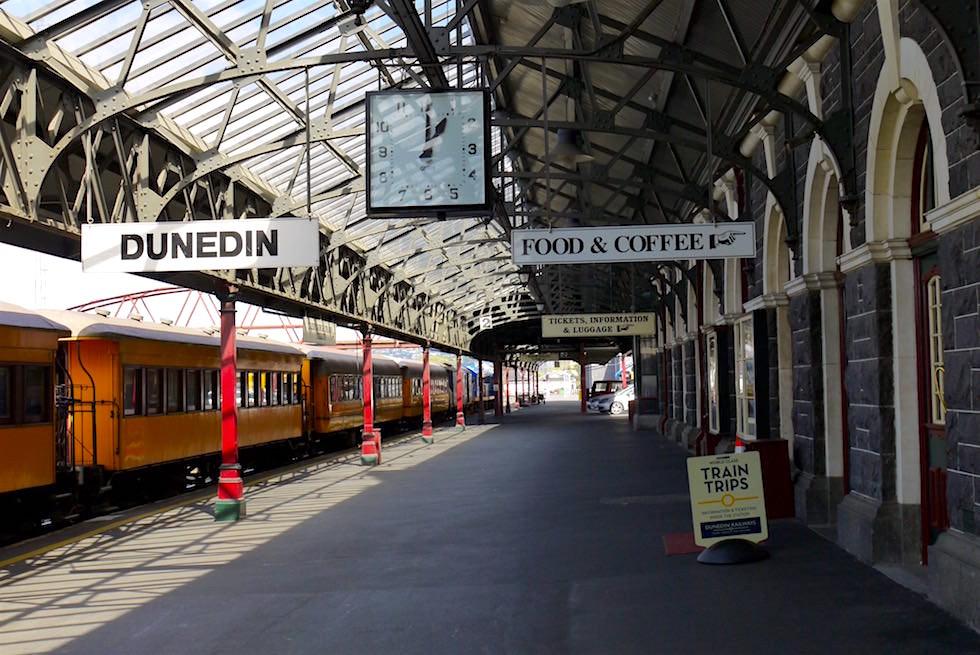 Die Gleise der Dunedin Railway Station - Otago Region - Neuseeland Südinsel