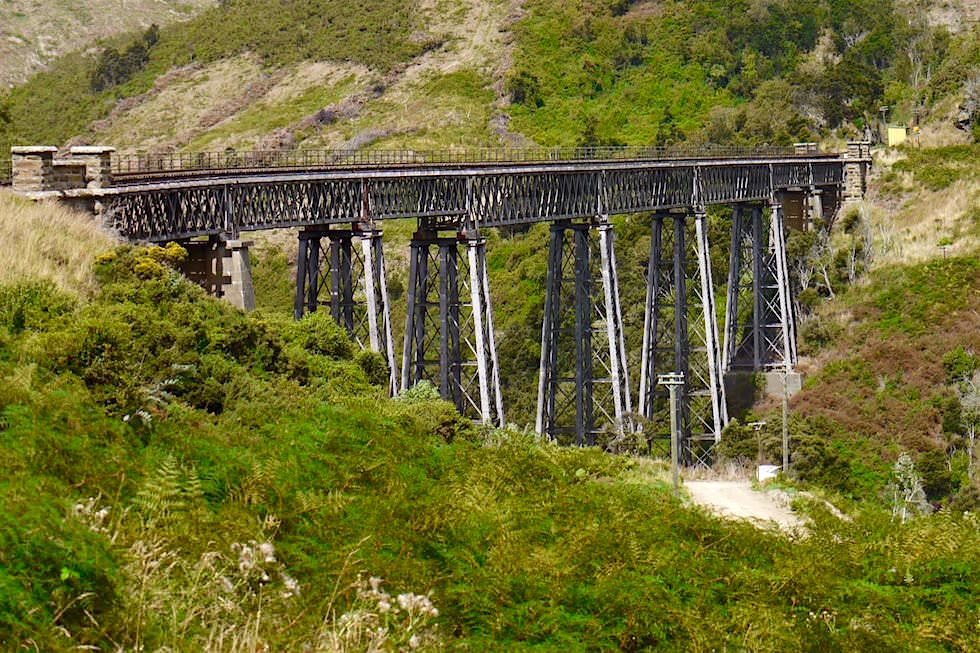 Größte schmiedeeiserne Brücke in Neuseeland: Wingatui Viaduct - Taieri Gorge Railway - bei Dunedin - Neuseeland Südinsel