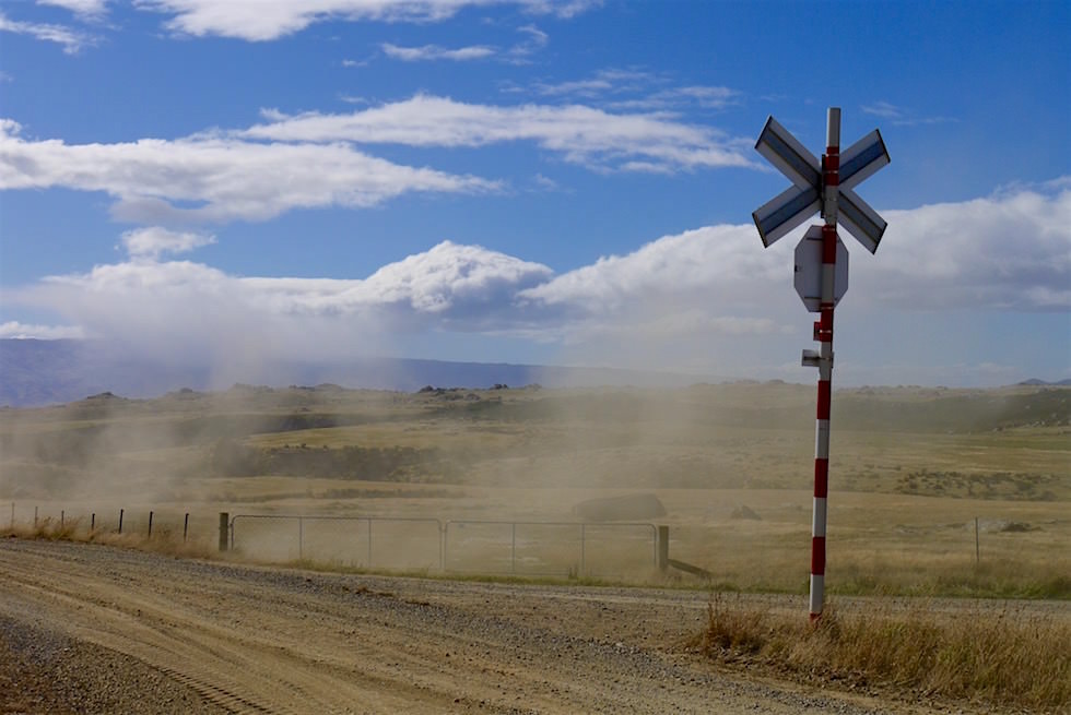 Pukerangi & Strath Taieri Plain - eine Haltestelle der Taieri Gorge Railway - Neuseeland Südinsel