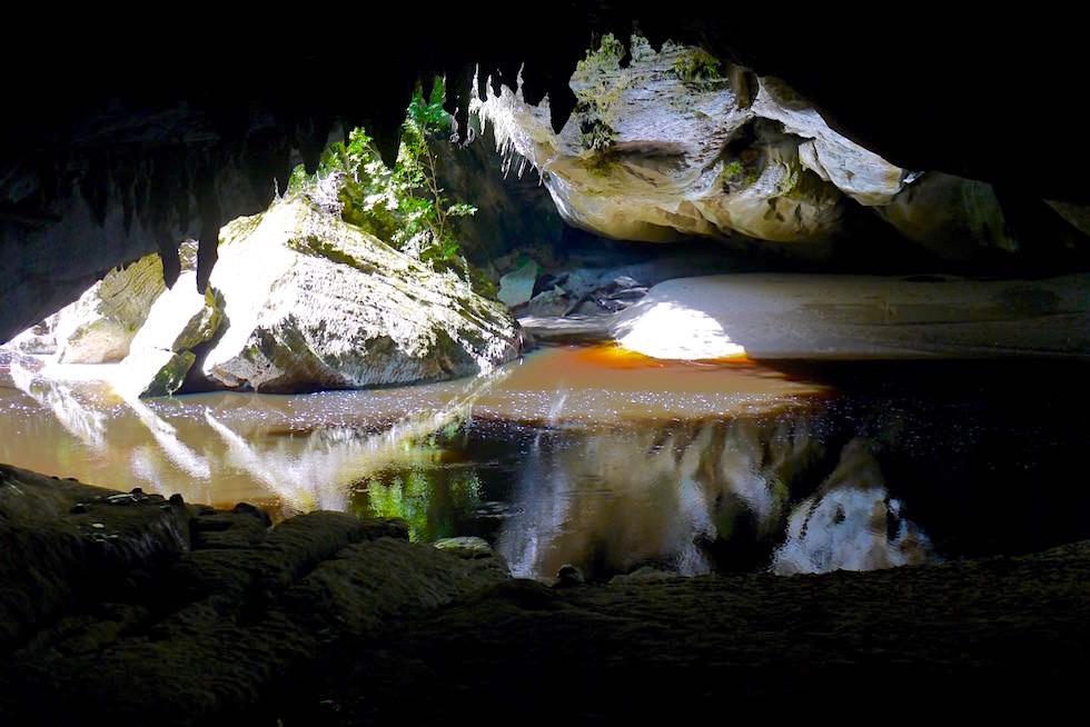 In der Höhle Moria Gate Arch - Oparara Arch an der Westküste der Südinsel Neuseelands