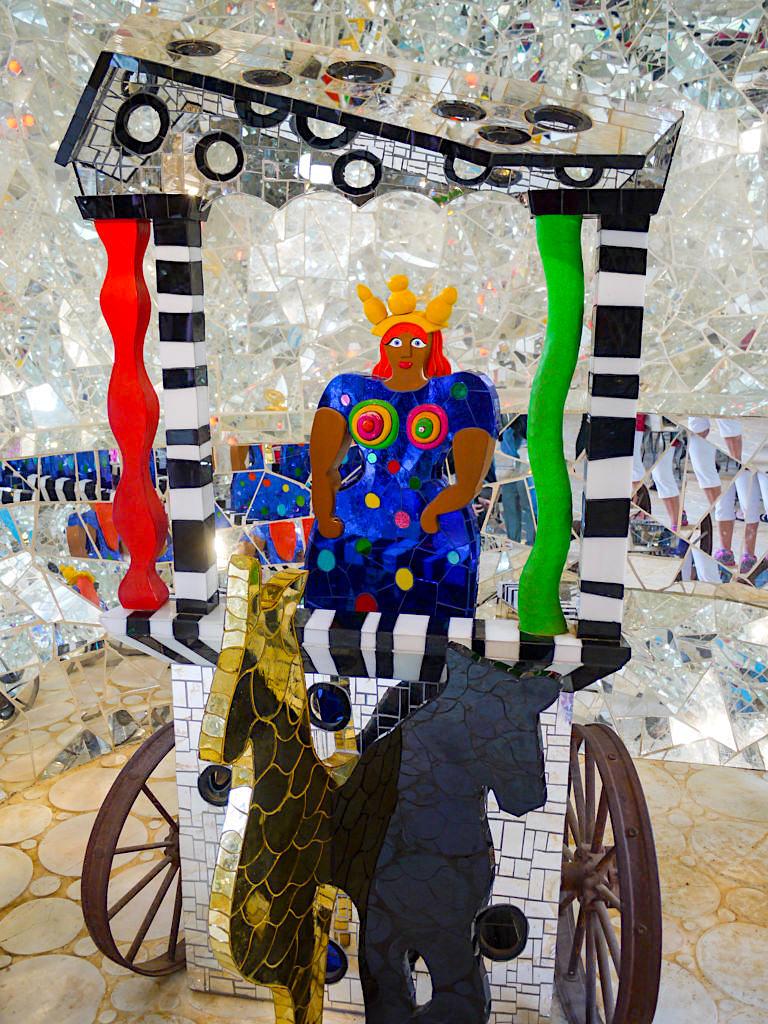 Tarot Garten von Niki de Saint Phalle - Der Wagen, Tarotkarte Nr. 7: Vorankommen, Sieg, Erfolg - Toskana, Italien