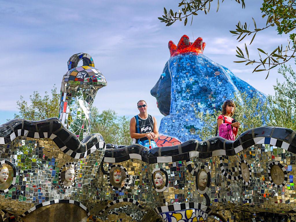 Tarot Garten von Niki de Saint Phalle - Ein Meer aus faszinierenden Skulpturen - Toskana, Italien