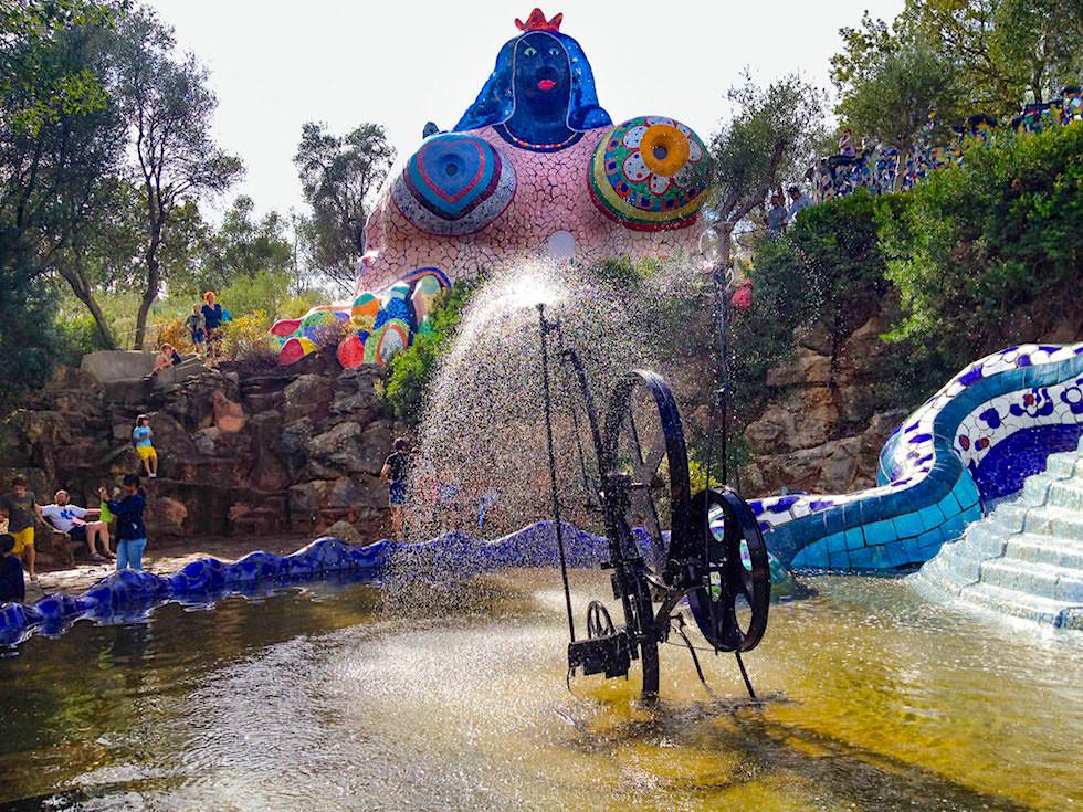 Tarot Garten von Niki de Saint Phalle - Die Herrscherin: Mutter, Göttin, Hure, Emotion & Wohnung der Künstlerin - Toskana, Italien