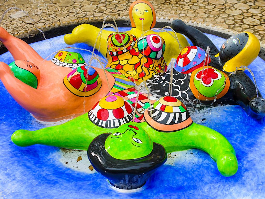 Tarot Garten von Niki de Saint Phalle - Ihre Nanas haben sie weltberühmt gemacht - Toskana, Italien