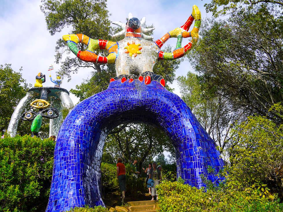 Tarot Garten von Niki de Saint Phalle - Die Sonne: verkörpert durch einen Vogel - Toskana, Italien