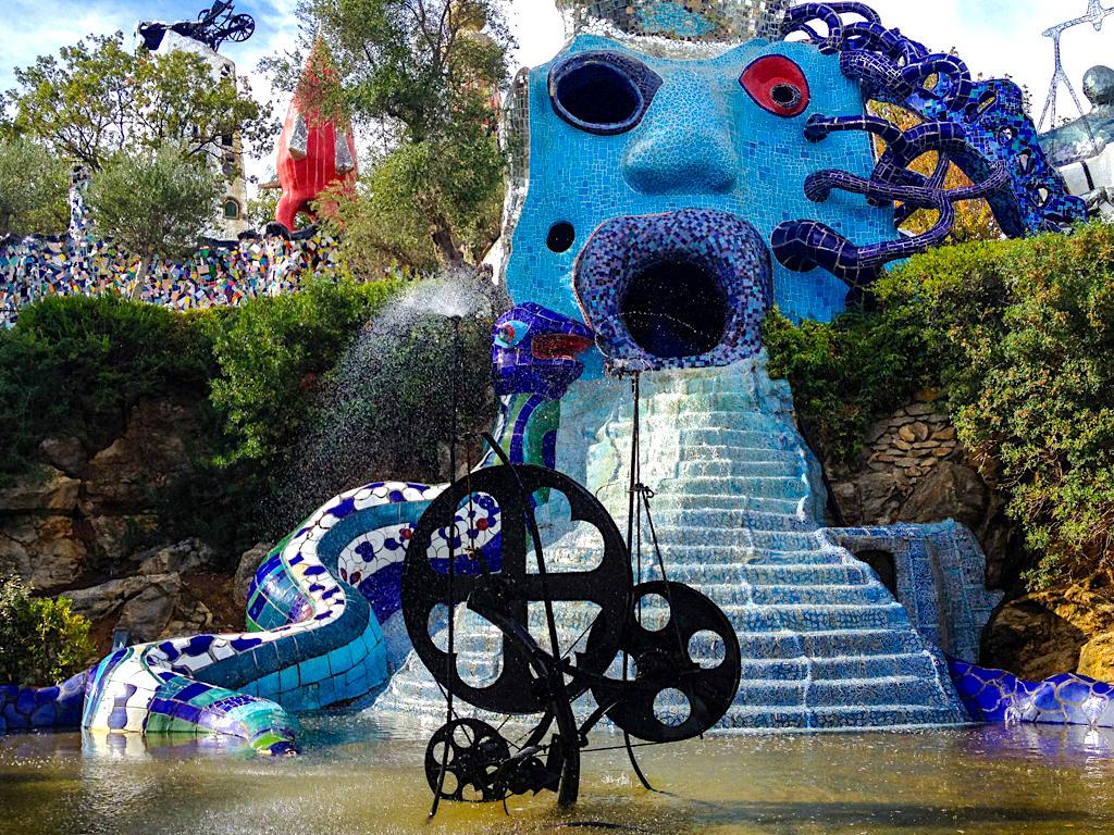 Tarot Garten von Niki de Saint Phalle - Rad des Schicksals, Karte Nr. 10 - Toskana, Italien