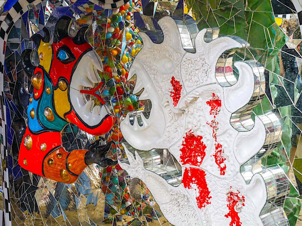 Tarot Garten von Niki de Saint Phalle - Wer ist hier das Monster - Du oder ich? - Toskana, Italien