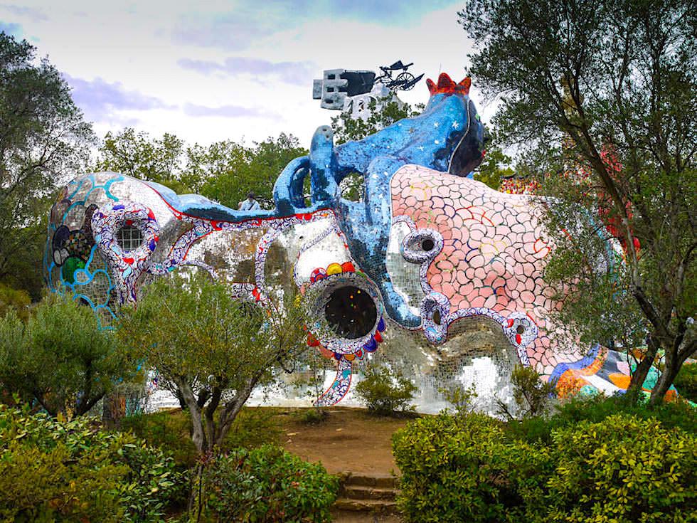 Tartot Garten von Niki de Saint Phalle - Herrscherin Rückansicht - Toskana, Italien