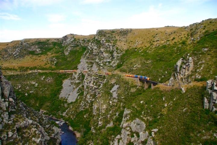 Atemberaubende Taieri Gorge Railway Route von Dunedin nach Pukerangi - Neuseeland Südinsel