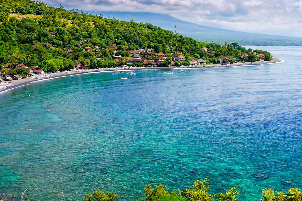 Grandioser Ausblick auf den wunderschönen Jemeluk Beach - Amed Bali - Indonesien