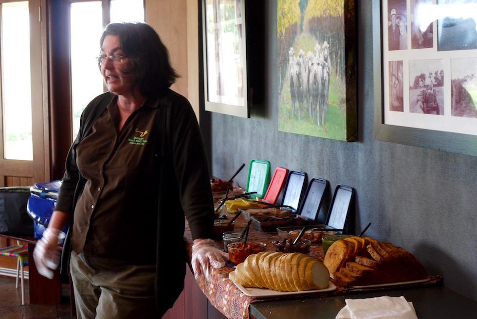 Linda erklärt Bushtucker Food - Margret River - Western Australia