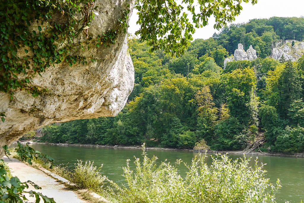 Bienenkorb, eine der spektakulären Felsformationen auf der Donauroute Wanderung zum Kloster Weltenburg - Altmühltal, Bayern