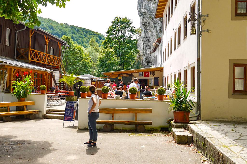 Gemütlicher, uriger Biergarten Klösterl Einsiedelei - Wanderung zum Donaudurchbruch & Kloster Weltenburg - Altmühltal, Bayern