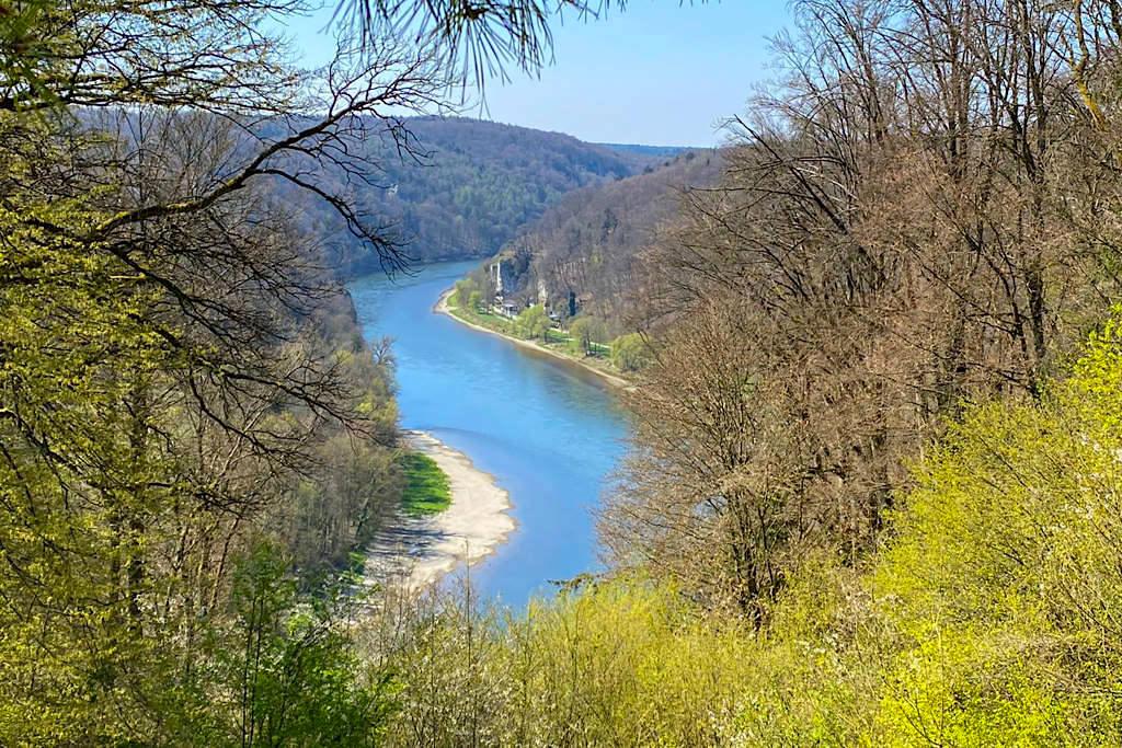 Wunderschöner Ausblick auf das Donaudurchbruchstal bei der Befreiungshalle in Kelheim - Wanderung Kloster Welterburg - Bayern