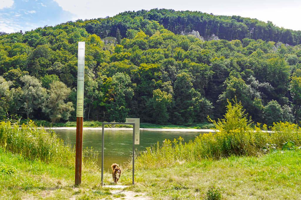 Hochwassermarken bei der Wipfelsfurt - Donaudurchbruch Wanderung - Weltenburger Enge im Altmühltal, Bayern