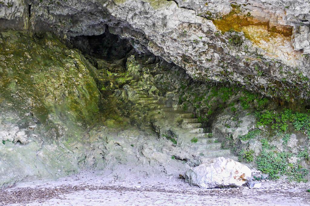 Höhle im Klösterl Einsiedelei - Wanderung zum Donaudruchbruch & Weltenburger Enge - Kelheim, Bayern