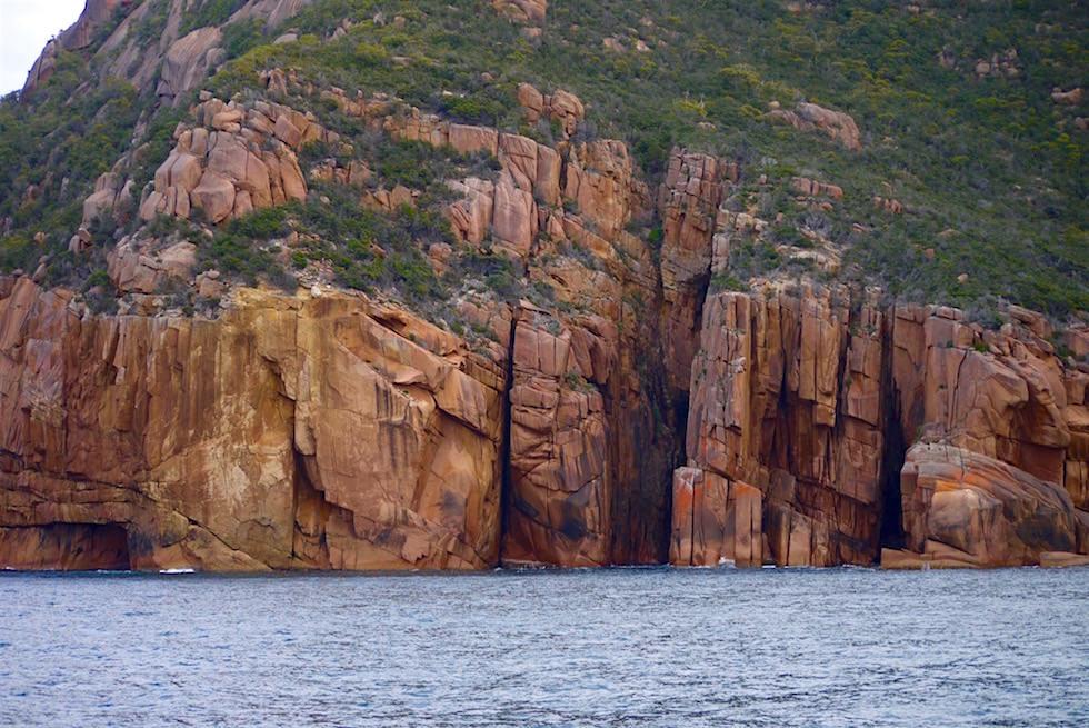 Säulenförmige Felswände - Wineglass Bay Cruise - Tasmania