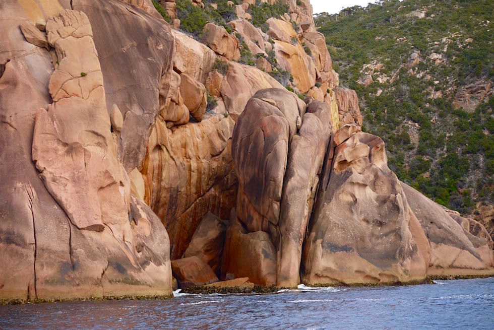 Bizarre Felsformationen - Freycinet National Park - Wineglass Bay Cruise - Tasmanien