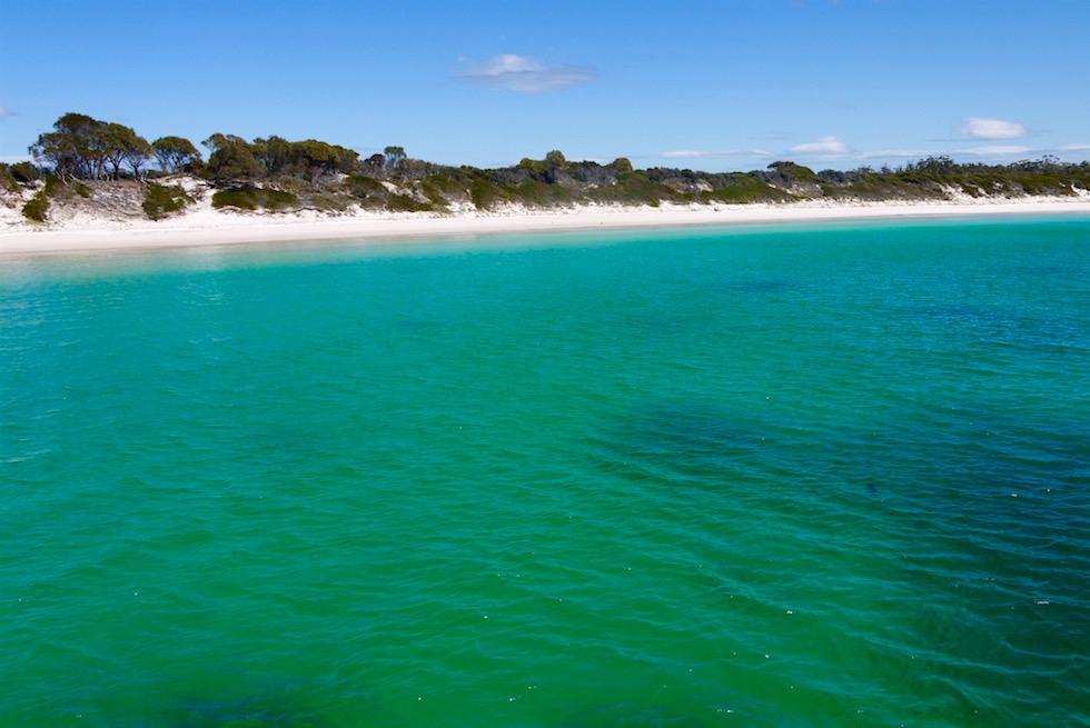 Blick auf Wineglass Bay vom Wasser - Tasmanien