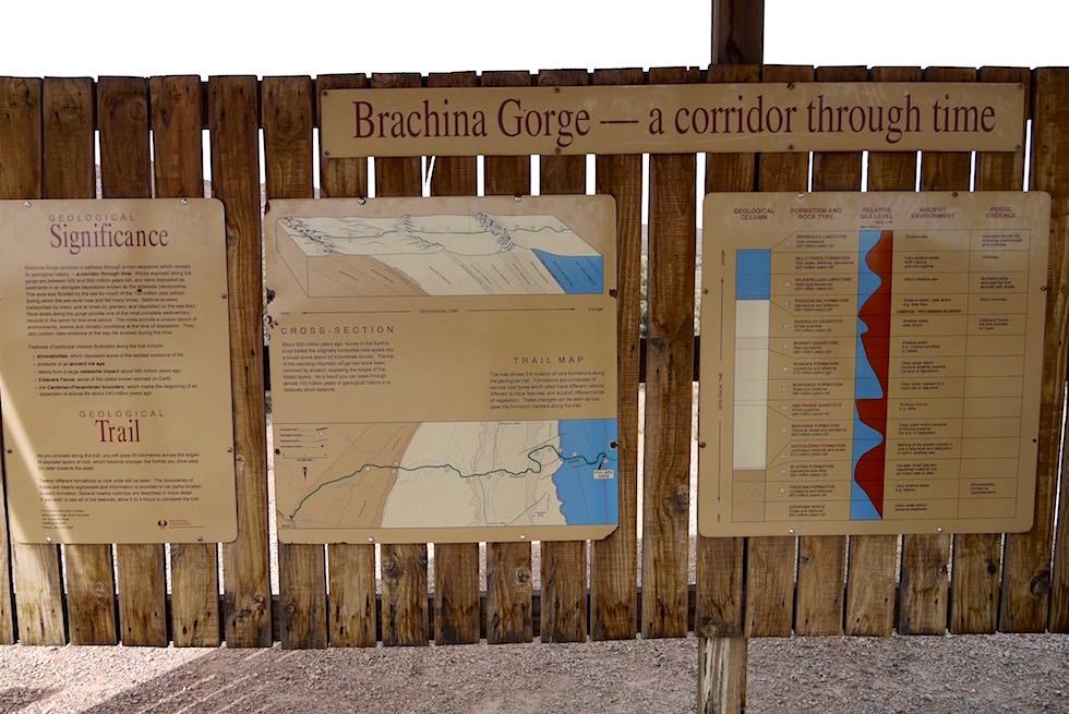 Brachina Lookout - Schautafeln erklären Enstehung der Ikara-Flinders Ranges - South Australia