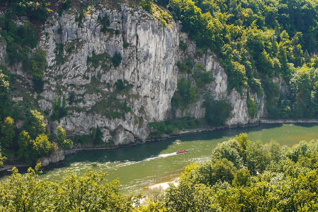 Ausblick auf die Stille Wand von der Langen Wand aus gesehen - Wanderung zum Donaudurchburch & Kloster Weltenburg - Weltenburger Enge, Bayern