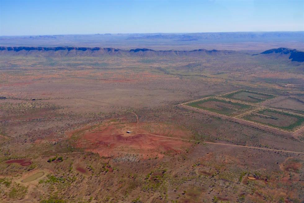Alte Diamantenmine mit Bewässerungsbecken - Kingfisher Scenic Flights - Kimberley, Western Australia
