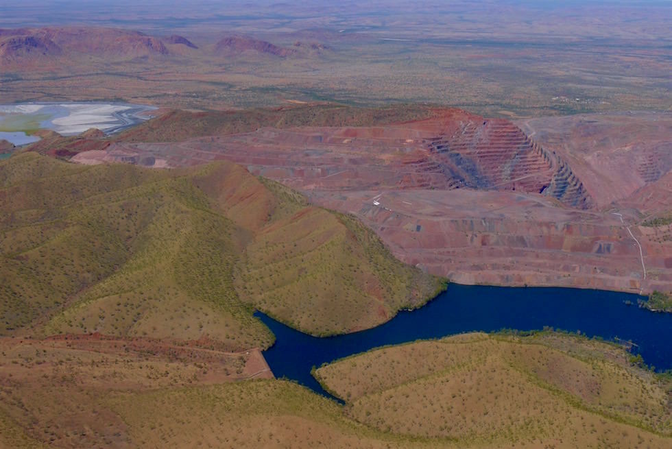 Argyle Diamond Mine von oben - Kingfisher Scenic Flight - Kimberly Region - Western Australia