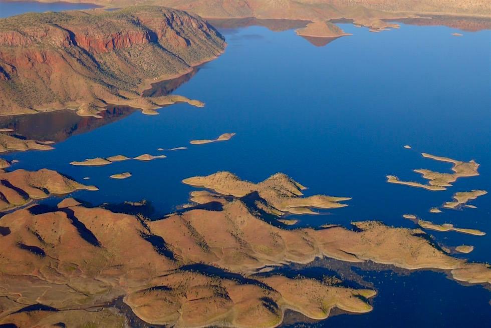Blick auf Lake Argyle von oben - Kingfisher Tours Scenic Flights in Kununurra - Kimberley, Western Australia