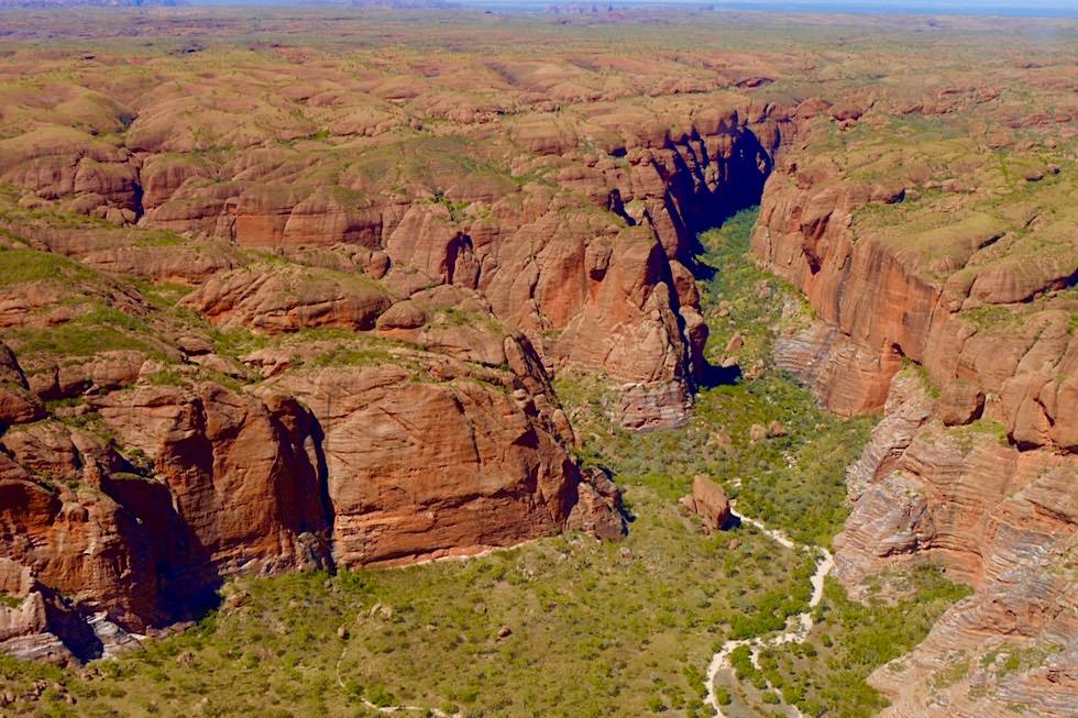 Purnululu National Park - Eingang zur Echidna Chasm aus der Vogelperspektive - Kingfisher Tours & Scenic Flight - Kimberley - Western Australia