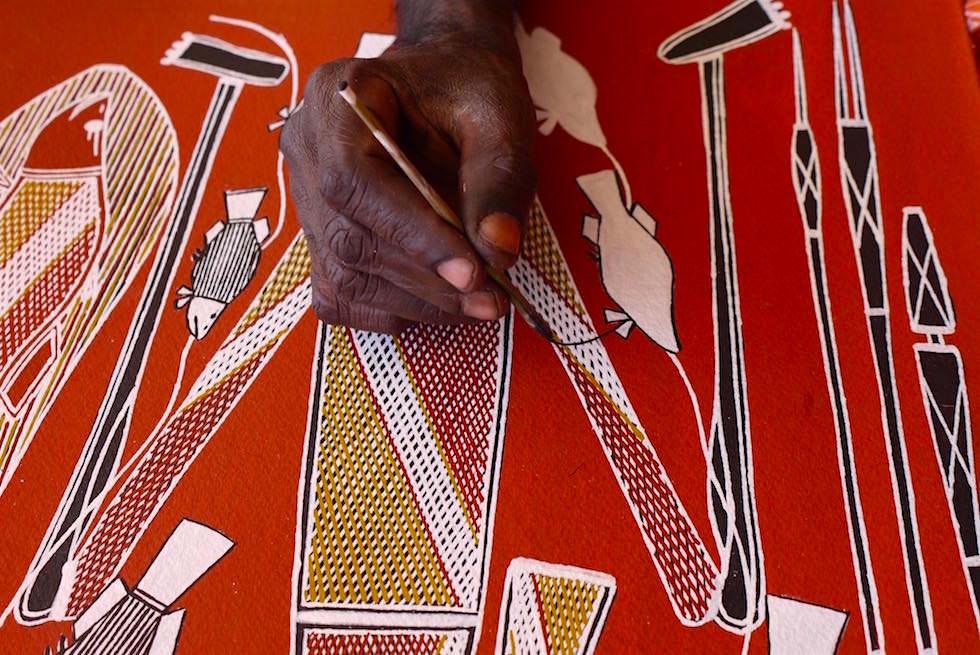 Aborigines malen mit Gräsern - Arnhem Land - Northern Territory