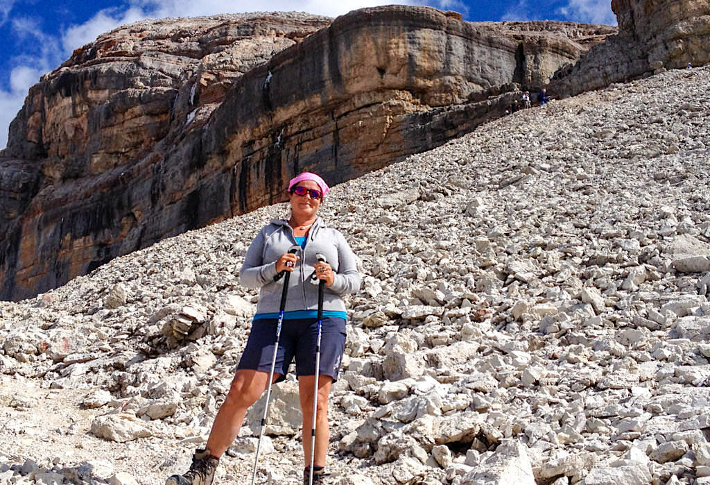 Einfacher Abstieg vom Piz Boe Gipfel ohne Kraxeleien - Leichte Wanderung - Sellastock, Dolomiten - Südtirol