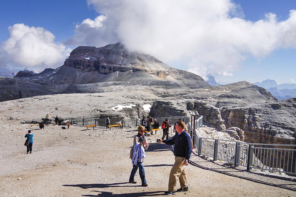 Ausblick vom Sass Pordoi auf den Piz Boe - Piz Boe Wanderung in der Sellagruppe in den Dolomiten - Südtirol