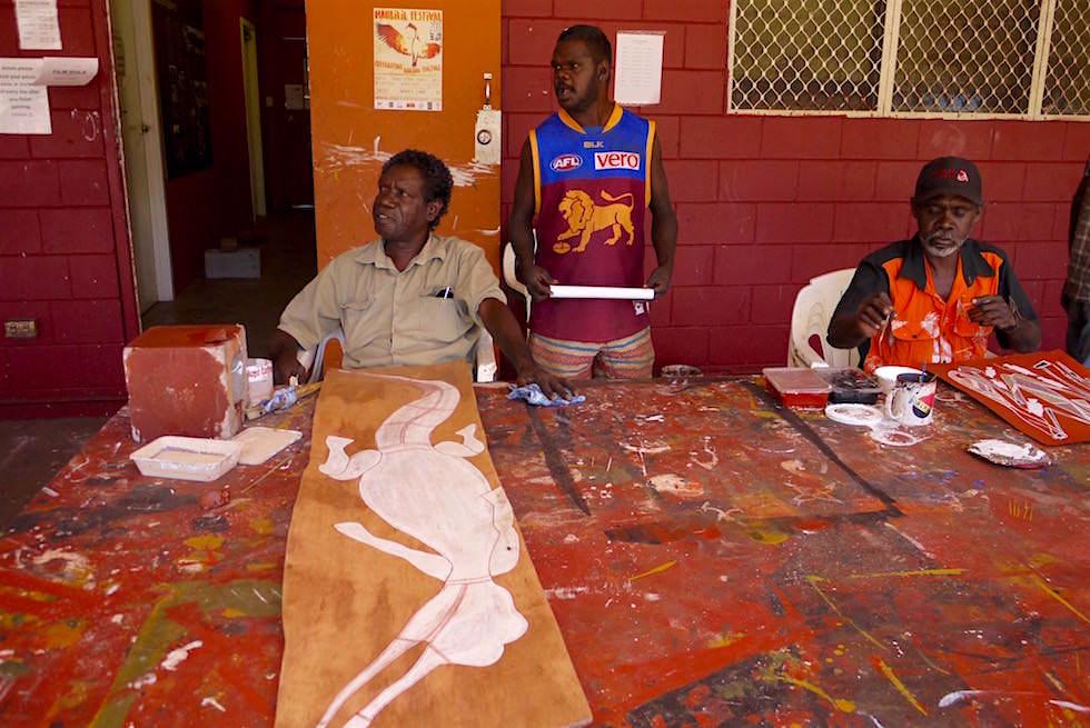 Künstler malen - Injalak Arts - Arnhem Land - Northern Territory