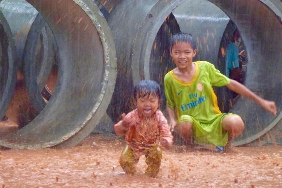 Kinder lachen - Kambodscha