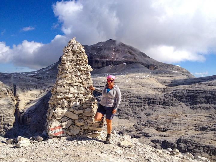 Leichte, kurze, wunderschöne Piz Boe Wanderung vom Passo Pordoi zum Piz Boe Gipfel - Sella-Gruppe - Dolomiten, Südtirol