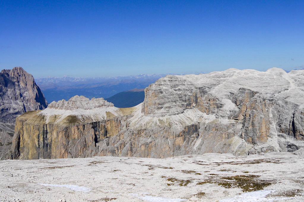 Faszinierende Mondlandschaft - Leichte Piz Boe Wanderung zum höchsten Berg des Sella Gebirges - Dolomiten, Südtirol
