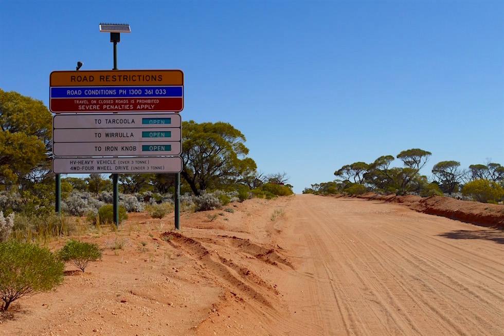 Outbackpiste & Schild zum Lake Gairdner National Park - South Australia