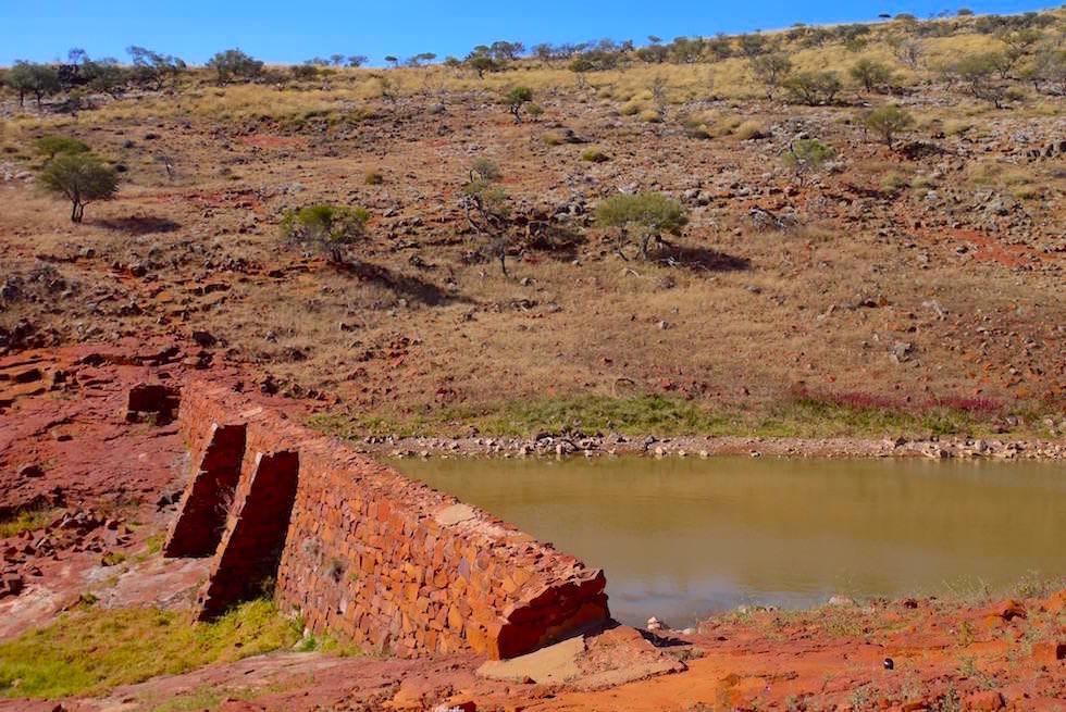 Embankment & historische Stauanlage - Mt Ive Station - South Australia