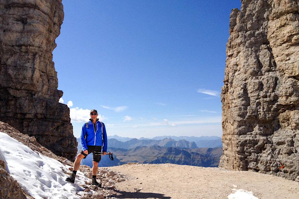 Aufstiegs- oder Abstiegsvariante zum Passo Pordoi: Pordoischarte endet auf der Sellahochebene - Piz Boe Wanderung - Dolomiten, Südtirol