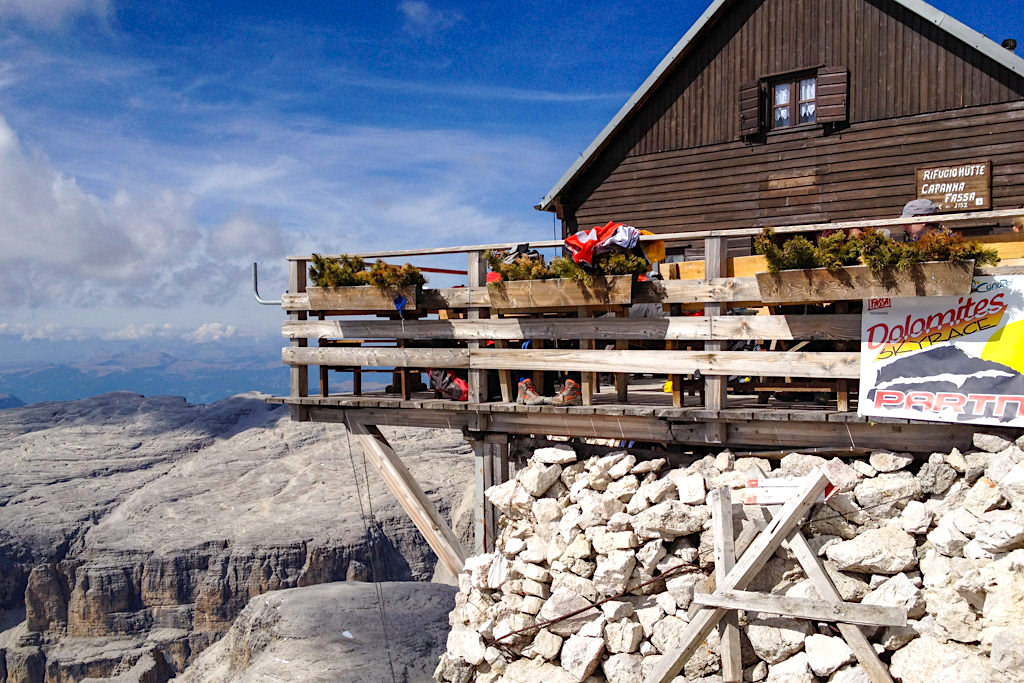 Rifugio Capanna Fassa - Piz Boe Gipfel-Hütte auf dem höchsten Berg der Sella-Gruppe - Dolomiten, Südtirol